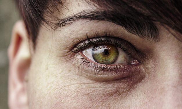 Červené oči pod lupou!