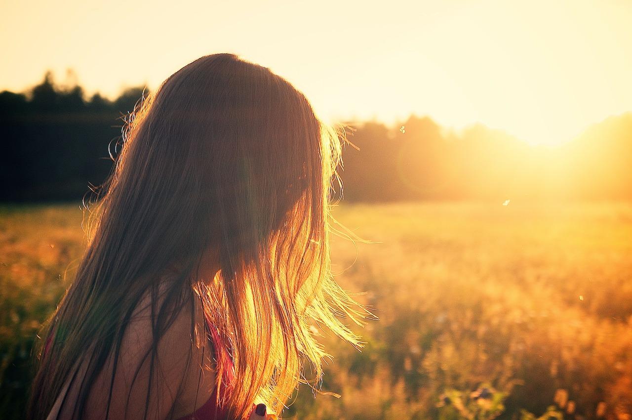 Jak pečovat o vlasy v létě, aby byly krásné a zdravé?