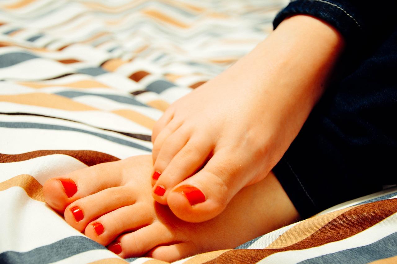 Zarůstají vám nehty na nohou? Zkuste nehtová rovnátka!